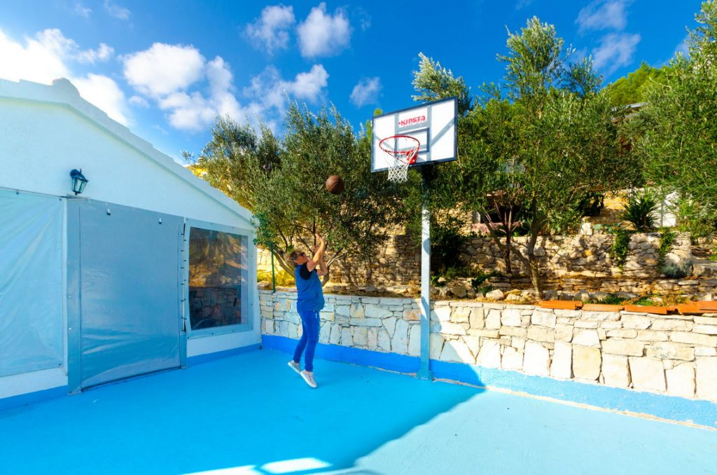 holiday-home-paradise-basketball-playfield-10-2018-pic-01