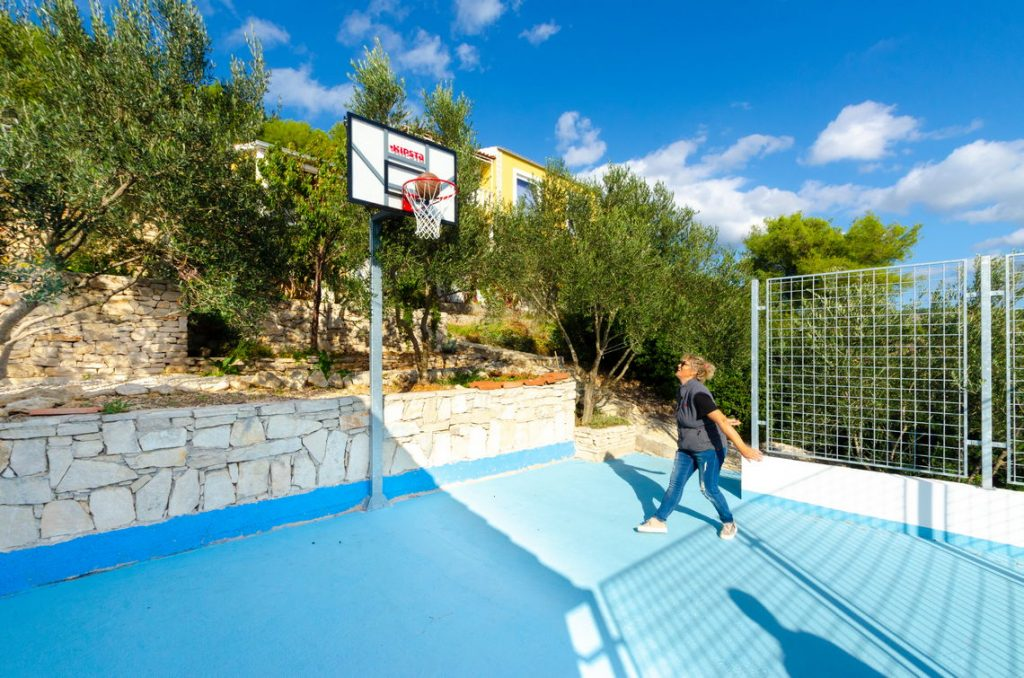 holiday-home-paradise-basketball-playfield-10-2018-pic-02