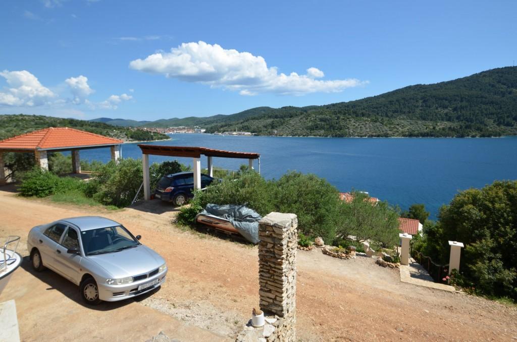 korcula-velaluka-holidayhome-paradise-parking-03
