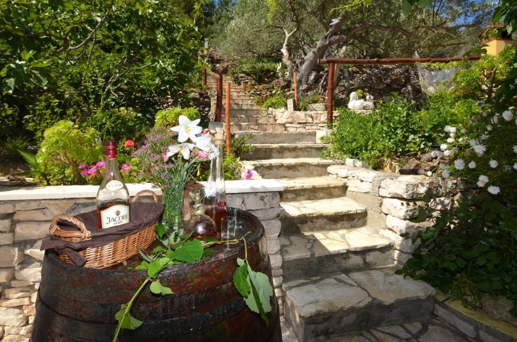korcula-velaluka-holidayhome-paradise-topfloor-gardens-05