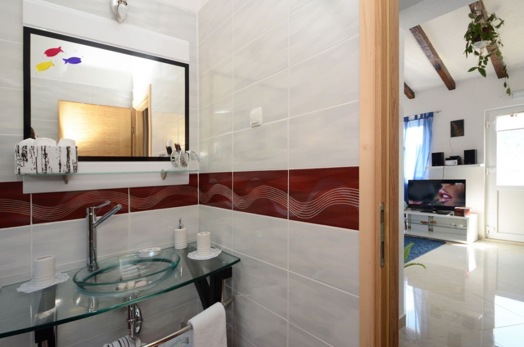 paradise-vela-luka-house-for-rent-bathroom-13
