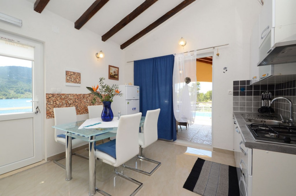 paradise-vela-luka-house-for-rent-kitchen-11