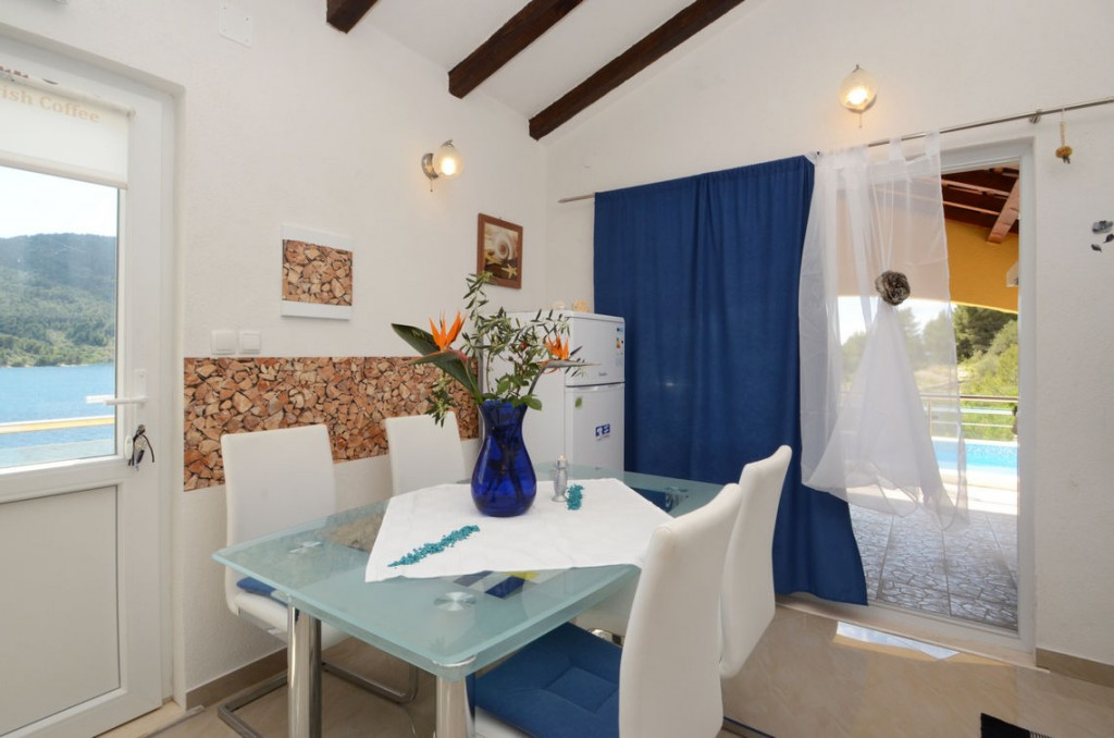 paradise-vela-luka-house-for-rent-kitchen-12