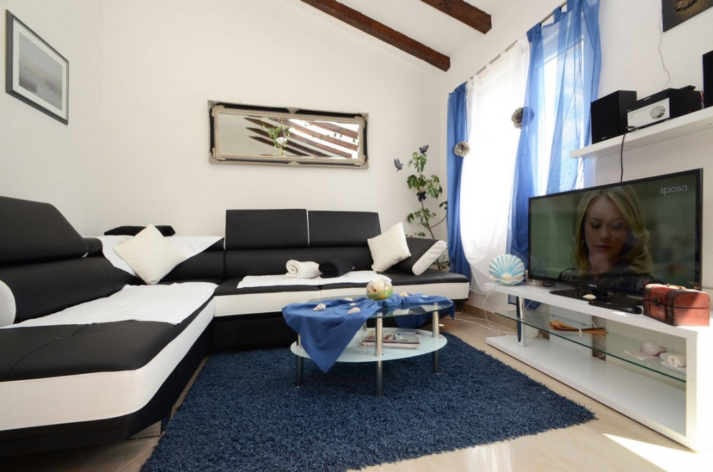 paradise-vela-luka-house-for-rent-livingroom-01