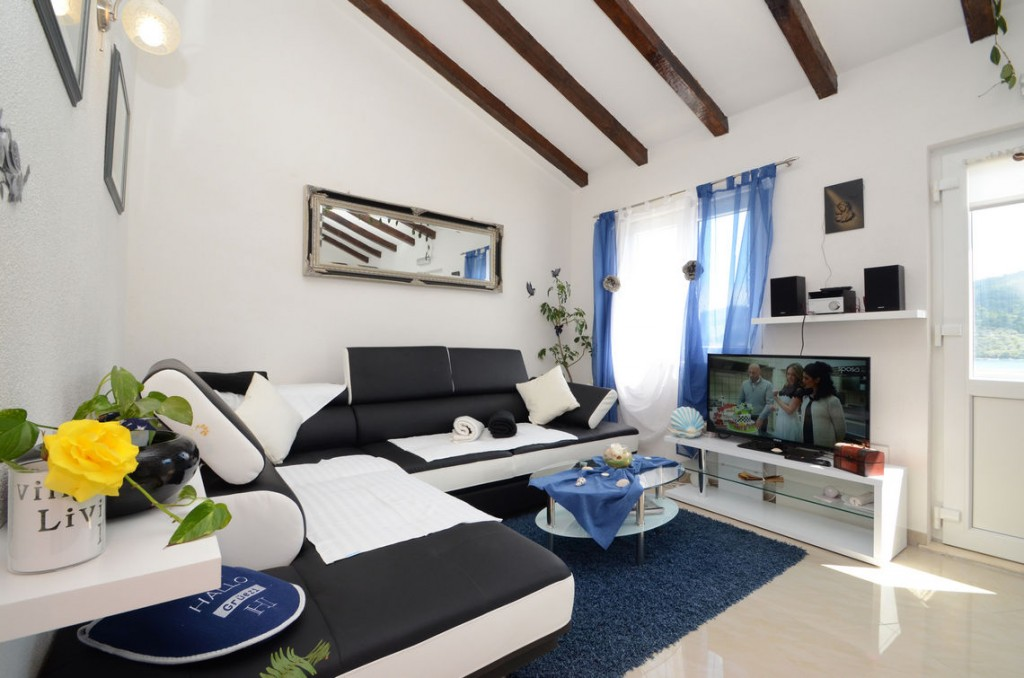 paradise-vela-luka-house-for-rent-livingroom-03
