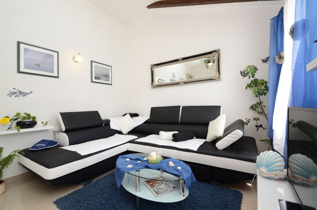 paradise-vela-luka-house-for-rent-livingroom-04