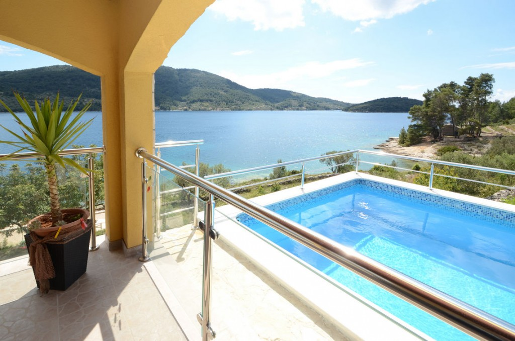 paradise-vela-luka-house-for-rent-pool-17