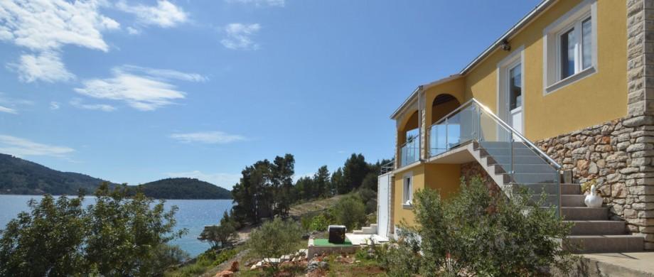 paradise-vela-luka-house-pool-04