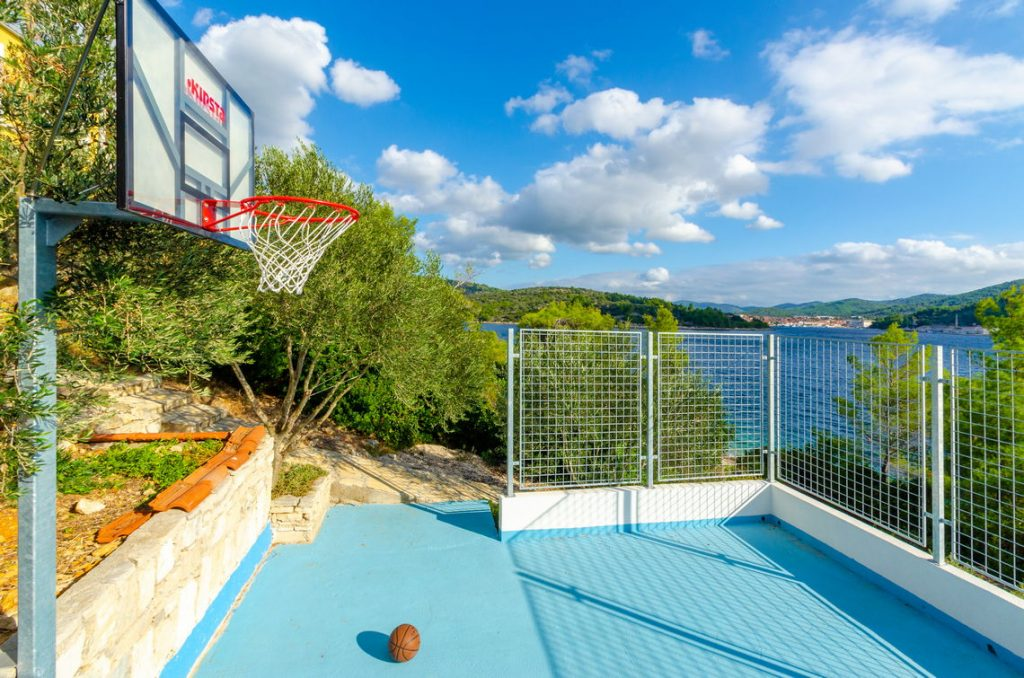 holiday-home-paradise-basketball-playfield-10-2018-pic-03