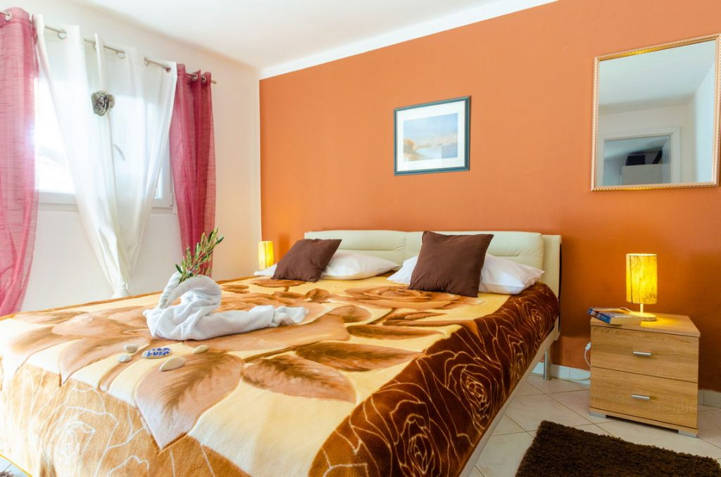 holiday-home-paradise-house1-groudfloor-bedroom1-10-2018-pic-02