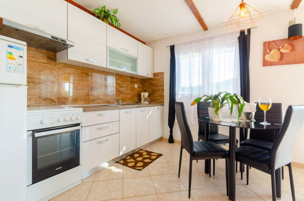 holiday-home-paradise-house1-groudfloor-kitchen-10-2018-pic-02