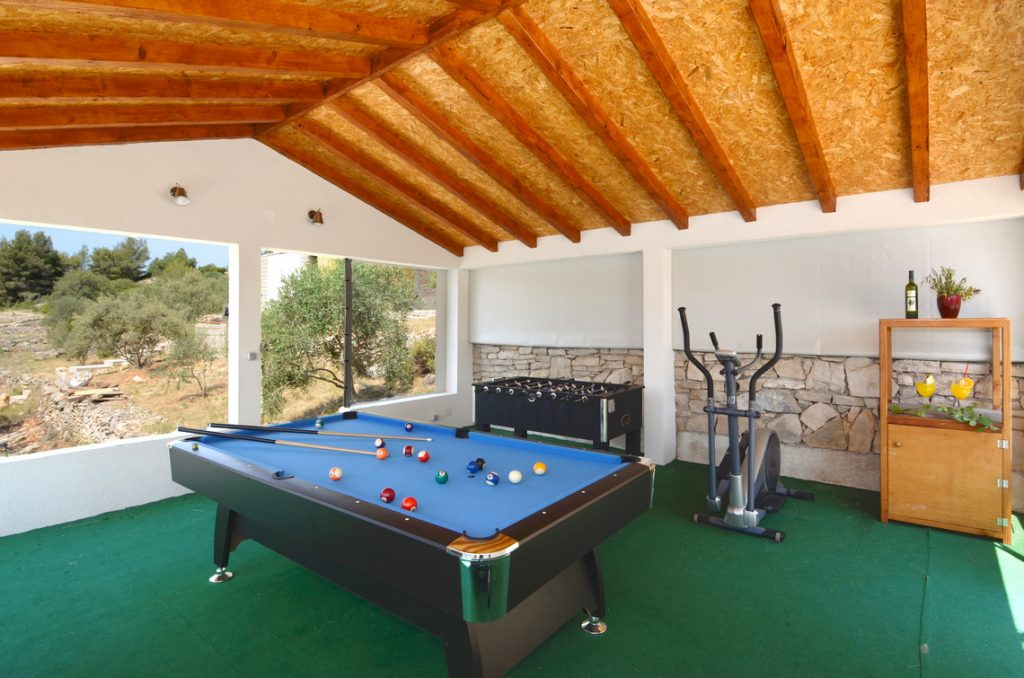 house-for-rent-vela-luka-paradise-game-lodge-interior-04