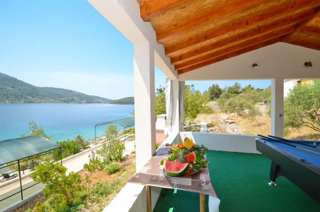 house-for-rent-vela-luka-paradise-game-lodge-interior-05