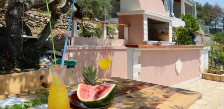 house-for-rent-vela-luka-paradise-grill-courtyard-05