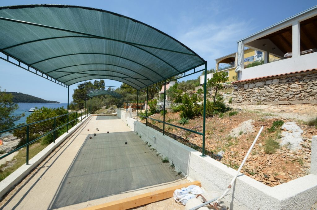 house-for-rent-vela-luka-paradise-shaded-boules-playfield-03